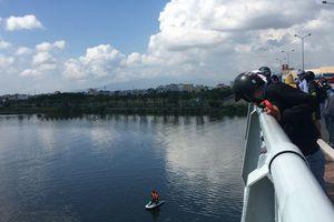 Thi thể nam thanh niên nhảy cầu Tiên Sơn tự tử trôi xa 1,6 km