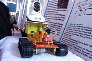 Học sinh lớp 9 chế tạo robot chữa cháy