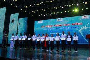 Trao 161 suất học bỗng cho học sinh nghèo học giỏi tỉnh Khánh Hòa