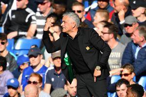 HLV Mourinho chỉ trích các đội tuyển làm cầu thủ M.U chấn thương