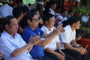 Lý Hoàng Nam gây sốt tại quê nhà Tây Ninh