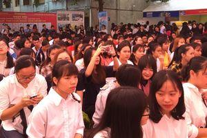 Gần 1.000 chỉ tiêu tuyển dụng, tuyển sinh, xuất khẩu lao động
