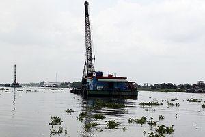 Chìm sà lan trên sông Hậu, hai mẹ con tử vong