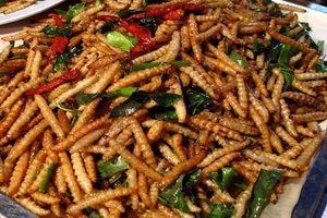Rợn người 5 món ăn nhung nhúc, béo núc được xem là đặc sản ở Việt Nam