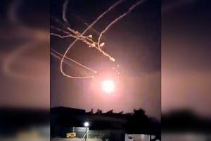 Xem lá chắn Vòm Sắt Israel khai hỏa trong đêm, đánh chặn 'mưa tên lửa' từ Dải Gaza