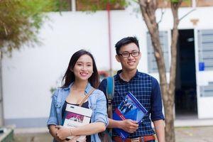 Cấm sinh viên mặc áo không cổ: 'Các em không mặc phản cảm, hở hang là được'