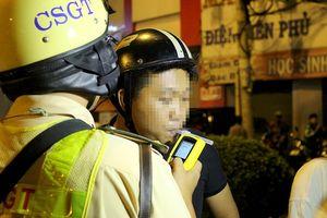 Sau vụ tai nạn kinh hoàng, CSGT kiểm tra nồng độ cồn ở Hàng Xanh