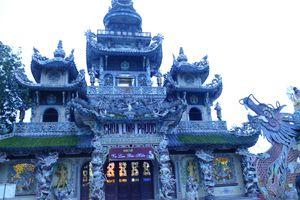 Lâm Đồng: 'Chùa Ve Chai' độc đáo nhất Đà Lạt