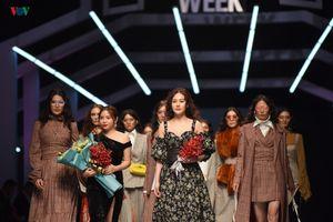 Phương Oanh 'Quỳnh búp bê' xinh đẹp khi trình diễn thời trang