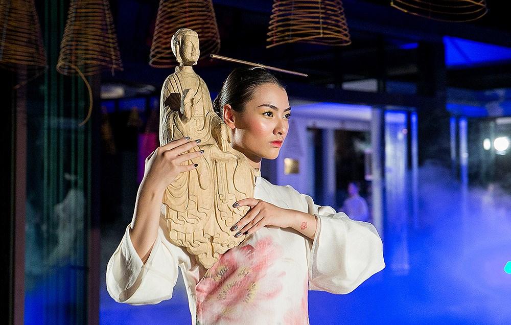 Ngắm những bộ trang phục cầu kỳ trong show Hành trình về phương Đông