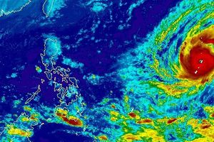 Sau khi càn quét nước Mỹ, siêu bão mạnh nhất 2018 tiến vào Biển Đông