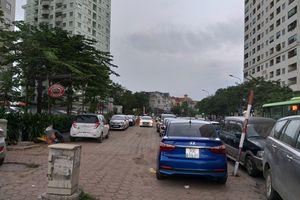 Xử lý bãi trông xe không phép ở khu chung cư Linh Đàm: Chẳng lẽ bó tay?