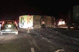 Hé lộ nguyên nhân vụ tai nạn khiến 16 người bị thương trên cao tốc