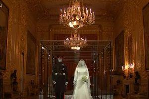 Du khách đến lâu đài Windsor ngắm váy cưới của Công nương Meghan