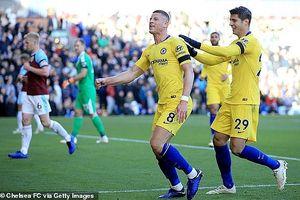 Arsenal đứt mạch thắng vì penalty, Chelsea thắng lớn