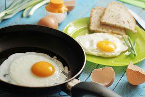 Trứng ốp lết và trứng ốp la khác nhau thế nào?