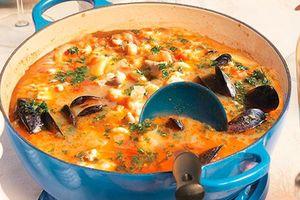 Từ xuất xứ bình dân 'đầu thừa đuôi thẹo' tới món súp hải sản nổi tiếng nhất thế giới