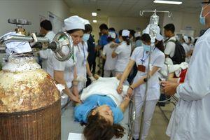 Gần 100 công nhân nghi bị ngộ độc phải nhập viện cấp cứu