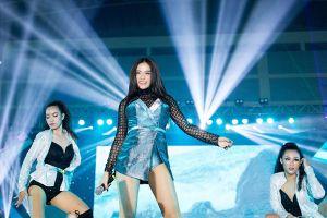 Hoàng Thùy Linh nhảy cực sung giữa vòng vây 4.000 sinh viên