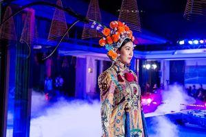 Á hậu Thúy Vân, siêu mẫu Trang Phạm đẹp ma mị trong chuyến 'Hành trình về phương Đông'