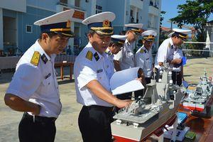 Chiêm nhưỡng mô hình tàu chiến Việt Nam nhìn như thật