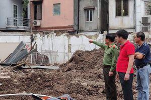 Vụ đổ tường gần hồ Hoàn Kiếm: Lực lượng cứu hộ cơ bản dọn xong hiện trường