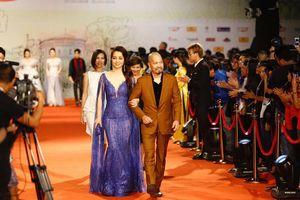 Thảm đỏ liên hoan phim quốc tế: 'Sao' Việt át cả 'sao' ngoại