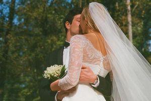 Cựu thiên thần Victoria's Secret khoe ảnh cưới với em chồng Ivanka Trump