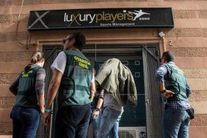 Bắt giữ nghi phạm bán hàng ngàn vé giả trận 'Siêu kinh điển' Barcelona - Real Madrid