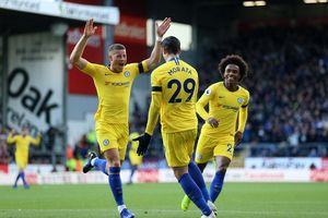 Ngoại hạng Anh: Chelsea thắng dễ, Arsenal bị cầm chân