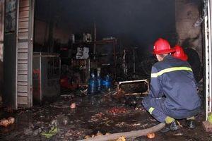 Giận vợ, đổ xăng đốt nhà khiến 3 người bị bỏng nặng