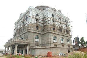 Ninh Bình: 'Đột nhập' tòa lâu đài khủng 5.000m2, 'choáng' với nội thất cung đình
