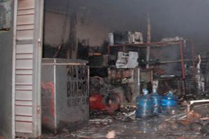 Tự châm lửa đốt nhà, 3 người bị bỏng nặng