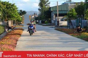 Ngỡ ngàng với nhà '3 sạch', ngõ rực sắc hoa ở xã miền biển Hà Tĩnh