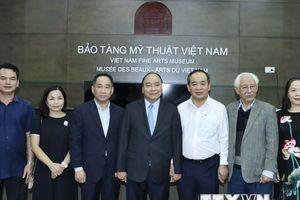 Hình ảnh Thủ tướng Nguyễn Xuân Phúc thăm Bảo tàng Mỹ thuật Việt Nam