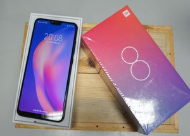 Đập hộp Xiaomi Mi 8 Lite sắp bán tại Việt Nam giá trên 6 triệu đồng