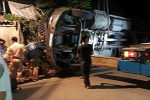 Xe đầu kéo mất lái gây tai nạn, 3 người thương vong