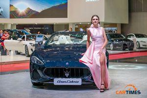 'Dàn chân dài' của các thương hiệu xe sang 'đọ dáng' quyến rũ tại Triển lãm ô tô Việt Nam 2018