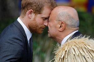 Vợ chồng Hoàng tử Anh đến New Zealand
