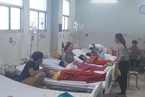 30 trẻ em ở Sài Gòn nhập viện sau khi ăn bánh mì