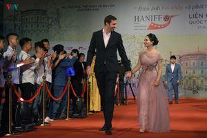Dàn sao Việt trên thảm đỏ Liên hoan phim Quốc tế Hà Nội lần thứ V