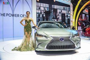 Chi tiết Lexus ES300h vừa ra mắt tại Triển lãm Ô tô Việt Nam 2018