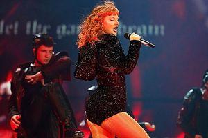 Taylor Swift diện bodysuit, khoe vũ đạo độc đáo làm 'bùng nổ' sân khấu