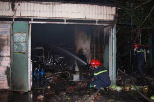 Tự đổ xăng đốt nhà làm 3 người bị bỏng nặng