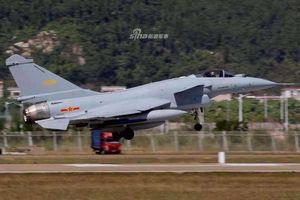 Lộ diện bản nâng cấp cực mạnh của tiêm kích J-10 tại Triển lãm Zhuhai Airshow 2018