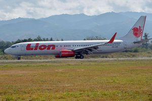 Máy bay Indonesia chở 188 người rơi xuống biển