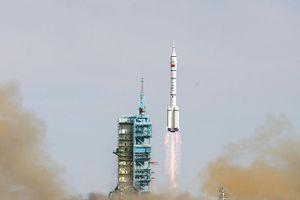 Khoảnh khắc tên lửa Trung Quốc phóng thất bại