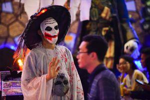 Giới trẻ Sài Gòn hóa trang ma quỷ dạo chơi Bùi Viện trước Halloween