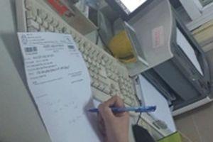 Bệnh viện Bạch Mai: Mất 500.000 đồng để được 'dẫn đi khám'