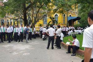 Hàng trăm tài xế hồi hộp trước giờ tuyên án vụ Vinasun kiện Grab